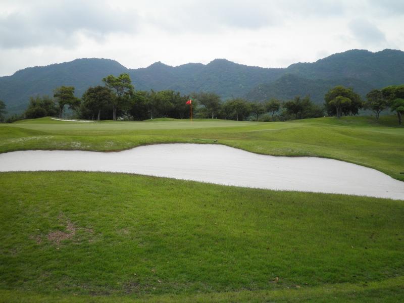 ゴルフ場 8306