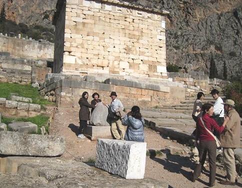 ヘソの石と記念写真 401