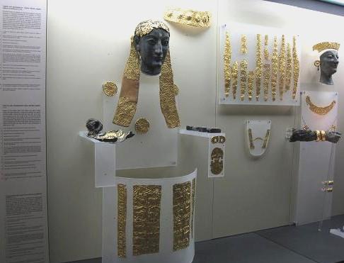 黄金の飾り 375