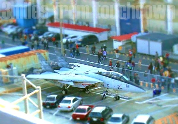 横須賀基地F-14トムキャットのミニチュア