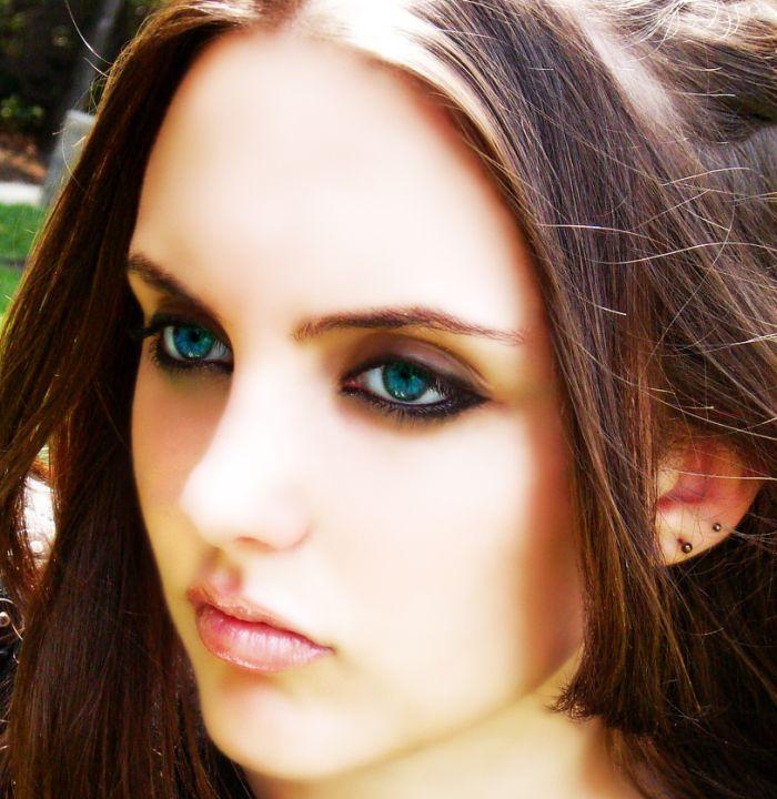blue_eyed_girls_09.jpg