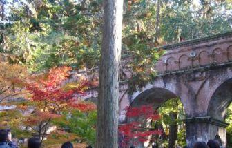 水道橋と紅葉(南禅寺にて)