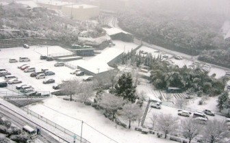 ベランダからの雪景色3(マンション内駐車場)