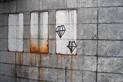 壁とダイアモンド