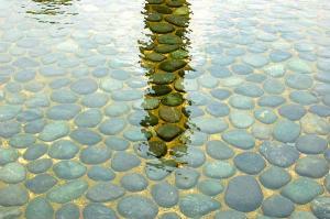 石 水 影