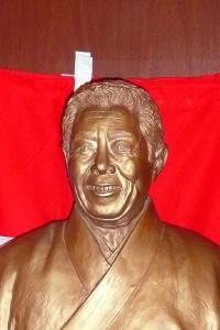 銅像ならぬ金像