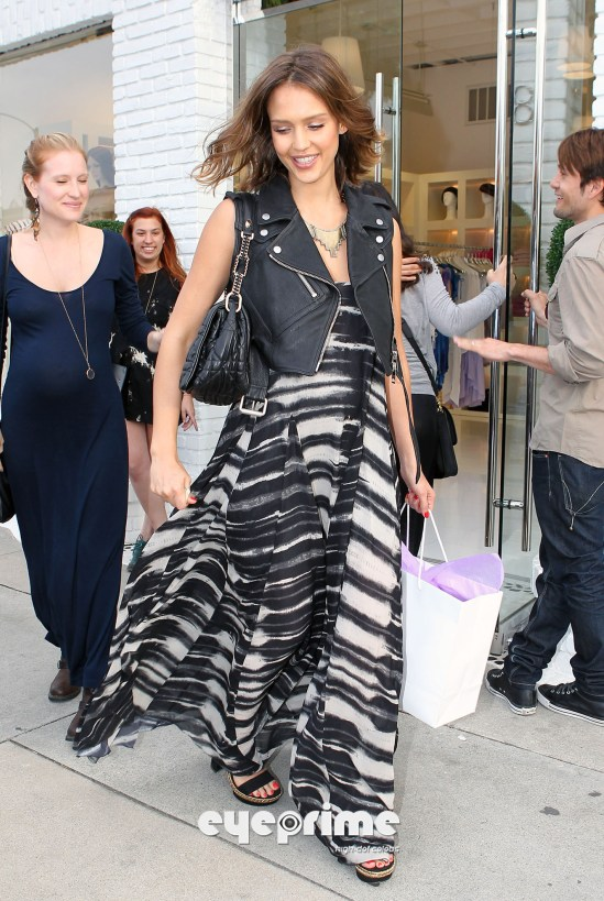 Jessica Alba shopping in Hollywood