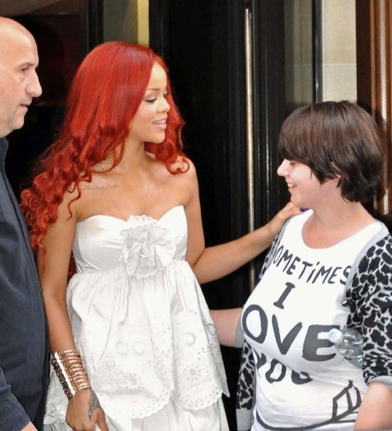 リアーナ ニベア100周年記念パーティに白いドレスで出席