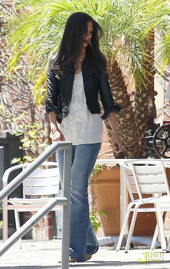 Katie Holmes makes her way to a studio