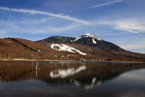 残雪映える蓼科山