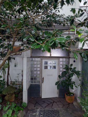 カフェ ダダリ 店の外観 入り口