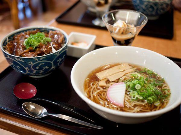 四六時中 豚丼と麺のセット