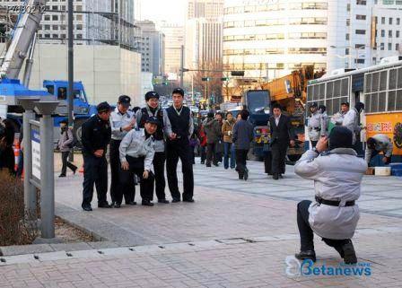 警察記念撮影