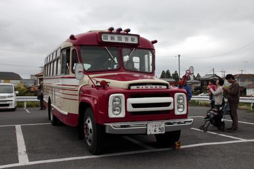 国吉駅のボンネットバス