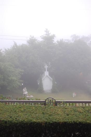 霧のチャペル