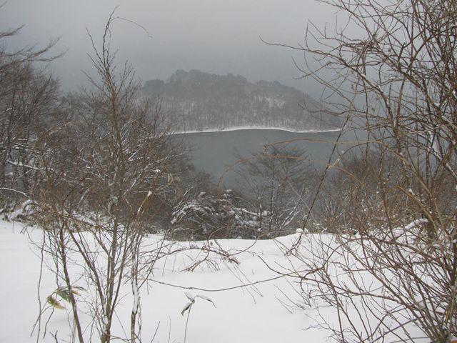 12.1.11-8名倉山から翁島を撮る