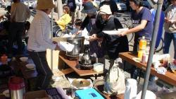 うちの自治会はトン汁、フランク、麦茶、暖かいお茶、お弁当、ビール。