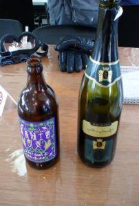 赤のスパークリングワインと河口湖の地ビール