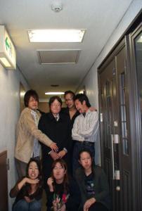 今日のヤマナシミライ会の会員のうち、誕生会を兼ねたメンバーと一緒に記念写真。