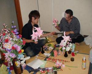 キャスバル氏と趣味の造花作り