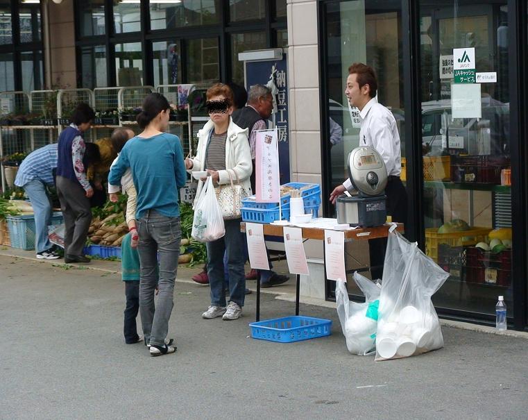 JA韮崎・響が丘店でのアルプス高原きのこ実演販売