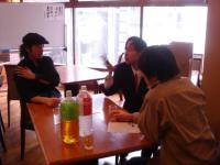 左が村尾隆介さん、中央が私、右が広瀬雄一さんです。