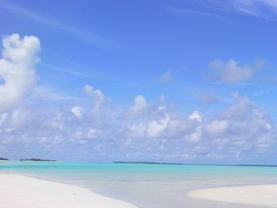 今日の海は特に青い!