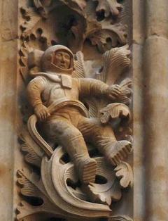 大聖堂の宇宙飛行士