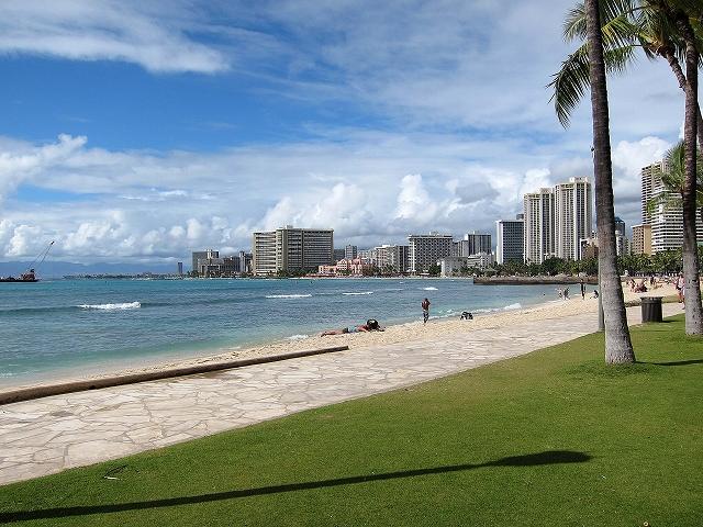 ハワイ ワイキキの浜辺