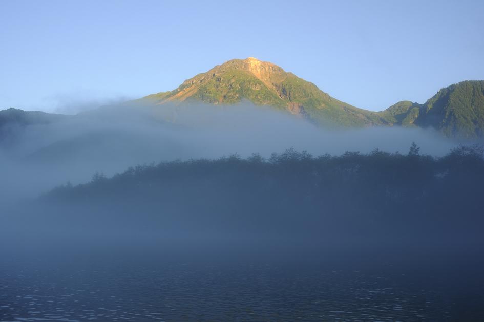 _DSC3337_朝陽に染まる焼岳.jpg