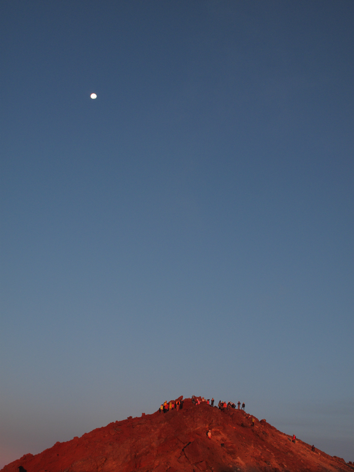 IMG_0748_山頂赤く.jpg