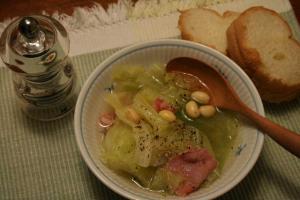 キャベツと生ハムのスープ