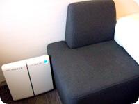 Lフロア・シングルルーム 空気清浄機・ソファ