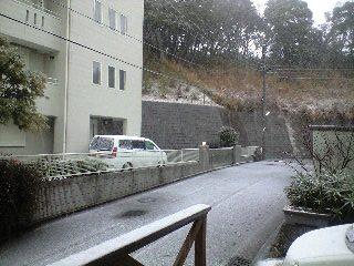 080203雪_玄関前