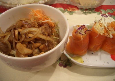 スタミナ丼と野菜のサーモン巻き