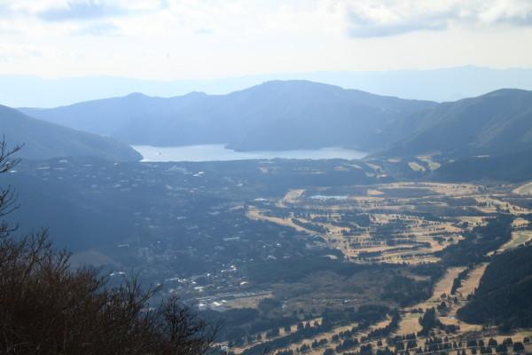 山頂から見える芦ノ湖