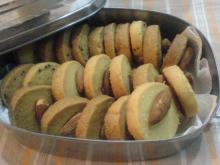 紅茶クッキーとアーモンドクッキー