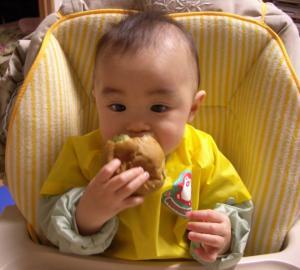 パン食べる!