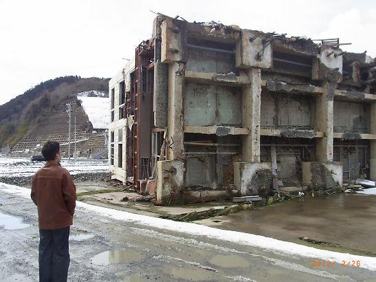 石巻二日目視察-女川倒れたビル