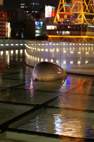 水の宇宙船とTV塔