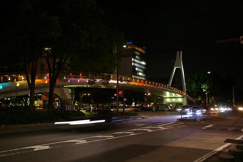 交差点につり橋