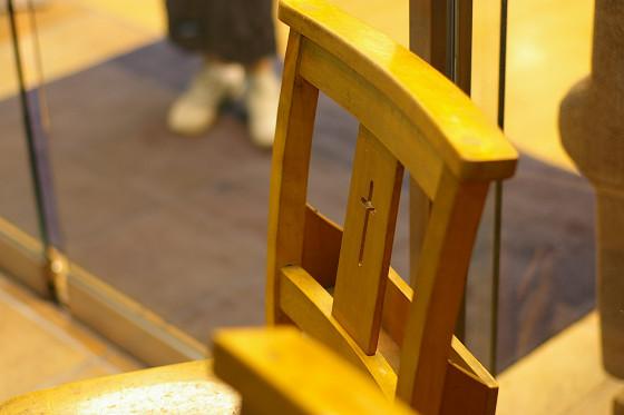 教会の椅子?
