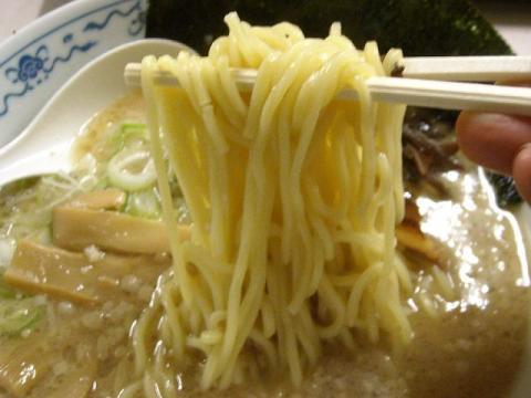 三芳PA下り・白とんこつラーメン 麺