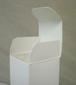 化粧品の箱1