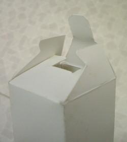 化粧品の箱2