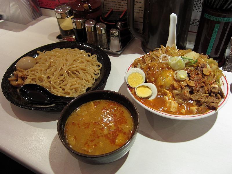 濃厚こってり辛味噌つけ麺 大辛 麺特大 味付玉子  蒙古丼 大盛り  ¥750 + \800 + ¥60