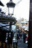 石畳と建物は京都っぽい。