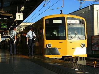 臨時列車の運転が終わり、回送となりました