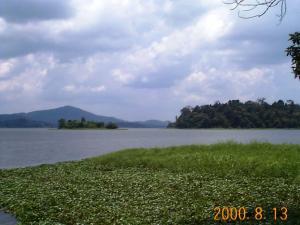 センブロン湖