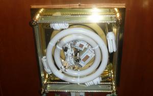 4ソーラー居間旧照明器具